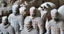 Tři příběhy o hliněných vojáčcích slavné terakotové armády