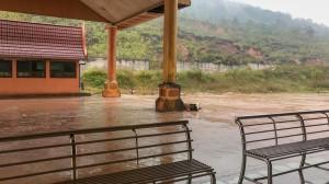 Laoská hranice v náporu tajfunu