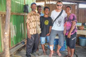 S papuánskou rodinkou