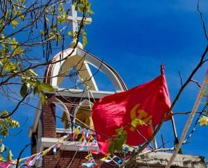 Vlaječka před kostelem